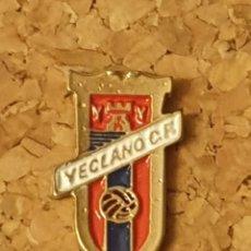 Coleccionismo deportivo: PIN FÚTBOL YECLANO C.F. (YECLA, MURCIA) (COMPLETO). Lote 236263970