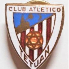 Coleccionismo deportivo: CLUB DE FÚTBOL ATLÉTICO DE TETUÁN. PIN INSIGNIA ESMALTADA . EXCELENTE ESTADO.. Lote 237206230