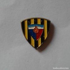 Coleccionismo deportivo: PIN ESCUDO BARACALDO FÚTBOL CLUB - BARAKALDO FC - AÑOS 90. Lote 239813350