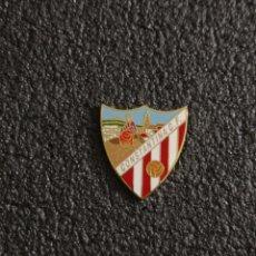 Collezionismo sportivo: PIN CONSTANTINA C.F. - CONSTANTINA (SEVILLA). Lote 241277055