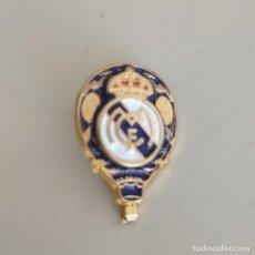Collezionismo sportivo: CURIOSO PIN REAL MADRID, INSIGNIA. DORADO. Lote 241701290