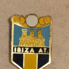 Collectionnisme sportif: PIN FUTBOL - EIVISSA-IBIZA - EIVISSA - IBIZA ATLETICO. Lote 242443520