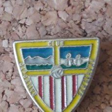 Coleccionismo deportivo: INSIGNIA ESCUDO CLUB DEPORTIVO SAN SERBAN. Lote 243076300