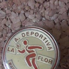 Coleccionismo deportivo: INSIGNIA ESCUDO A. DEPORTIVA LA FLOR. Lote 243078030
