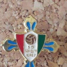 Coleccionismo deportivo: INSIGNIA ESCUDO S.D. SAN ELOY JEREZ. Lote 243081235