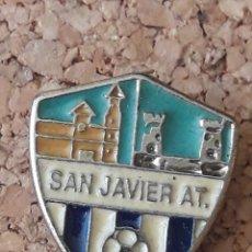 Coleccionismo deportivo: INSIGNIA ESCUDO SAN JAVIER A.T.. Lote 243088790