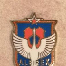 Coleccionismo deportivo: PIN FUTBOL - JAPON - NIGATA - ALBIREX NIIGATA. Lote 243126890