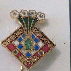 Coleccionismo deportivo: PINS DE FÚTBOL SD BEGOÑA VIZCAYA. Lote 243179770