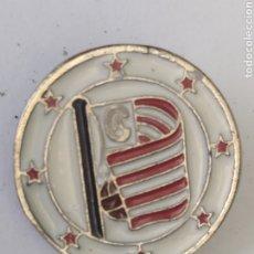 Coleccionismo deportivo: PINS DE FÚTBOL. ATH. CLUB DE BILBAO. ESCUDO 1912. Lote 243182015