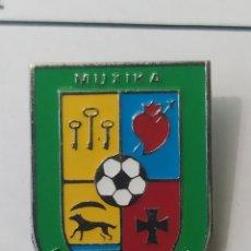 Coleccionismo deportivo: PINS DE FÚTBOL MUXIKA. F. T. VIZCAYA. Lote 243183985