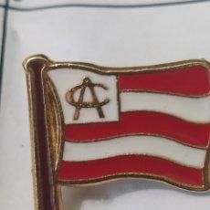 Coleccionismo deportivo: PINS DE FÚTBOL ATHLETIC DE BILBAO ESCUDO 1910. Lote 243185060