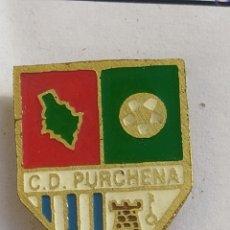 Colecionismo desportivo: INSIGNIA DE FÚTBOL CD PURCHENA ALMERÍA. Lote 243225275