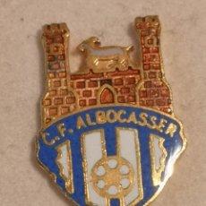 Coleccionismo deportivo: PIN FUTBOL - CASTELLÓ (CASTELLON) - ALBOCASSER - CF ALBOCASSER. Lote 243339205