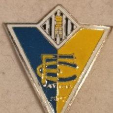 Coleccionismo deportivo: PIN FUTBOL - CASTELLÓ (CASTELLON-ALMAZORA) - ALMASSORA - FC FATIMA. Lote 243340555