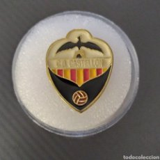 Coleccionismo deportivo: PIN ANTIGUO ESCUDO CD CASTELLÓN. Lote 243471740
