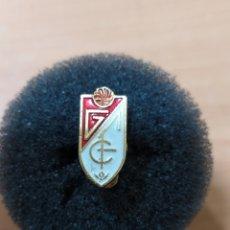 Coleccionismo deportivo: PINS SOLAPA GRANADA CF. Lote 243565535