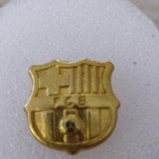 Coleccionismo deportivo: PIN DORADO FC BARCELONA. Lote 243605410