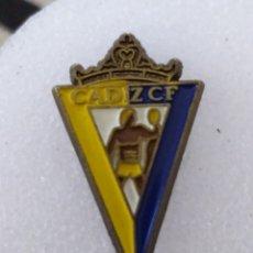 Coleccionismo deportivo: PIN ANTIGUO CÁDIZ CF. Lote 243605770