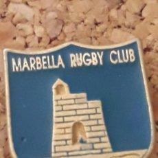 Collezionismo sportivo: INSIGNIA ESCUDO MARBELLA RUGBY CLUB. Lote 243963765