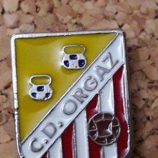 Coleccionismo deportivo: INSIGNIA ESCUDO C.D. ORGAZ. Lote 244448300