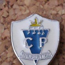 Coleccionismo deportivo: INSIGNIA ESCUDO C.P. MALPARTIDA. Lote 244448365