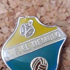 Coleccionismo deportivo: INSIGNIA ESCUDO C.F. EL TIEMBLO. Lote 244448685