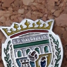 Coleccionismo deportivo: INSIGNIA ESCUDO C.P. TALAYUELA. Lote 244450235