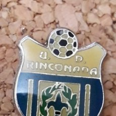 Coleccionismo deportivo: INSIGNIA ESCUDO U.D. RINCONADA. Lote 244450320