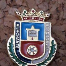 Coleccionismo deportivo: INSIGNIA ESCUDO MURCHANTE FUTBOL CLUB. Lote 244450515