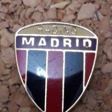 Coleccionismo deportivo: INSIGNIA ESCUDO RACING MADRID. Lote 244450565