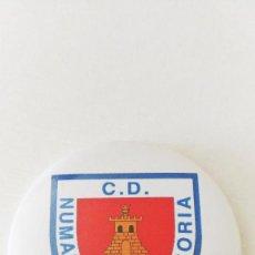 Coleccionismo deportivo: CHAPA DEL CLUB DEPORTIVO NUMANCIA - IMAN DE 58MM. Lote 244797265