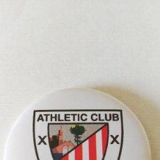 Coleccionismo deportivo: CHAPA DEL ATHLETIC CLUB DE BILBAO - IMAN DE 58MM. Lote 244803210