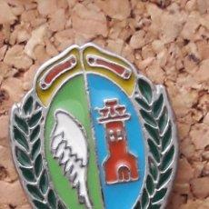 Coleccionismo deportivo: INSIGNIA ESCUDO C.F. ALARÓ (BALEARES). Lote 244915255
