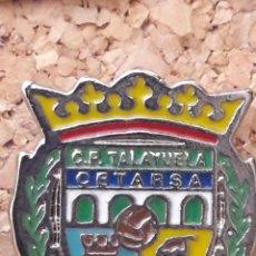 Coleccionismo deportivo: INSIGNIA ESCUDO C.P. TALAYUELA CETARSA. Lote 244916275