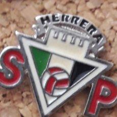 Coleccionismo deportivo: INSIGNIA ESCUDO HERRERA S.P.. Lote 244918525