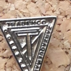 Coleccionismo deportivo: INSIGNIA ESCUDO ATLETICO TRABENCO. Lote 244919015
