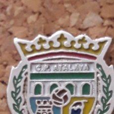 Coleccionismo deportivo: INSIGNIA ESCUDO C.P. ATALAYA. Lote 246011125