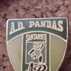 Coleccionismo deportivo: INSIGNIA ESCUDO A.D. PANDAS SANTANDER. Lote 246011680
