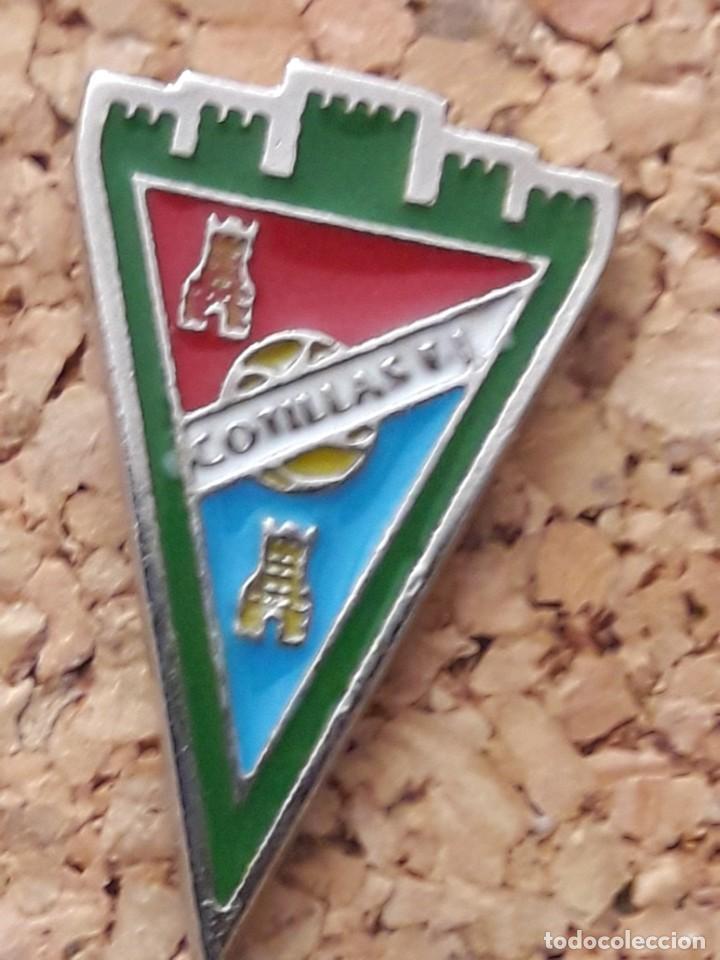 INSIGNIA ESCUDO COTILLAS C.F. (Coleccionismo Deportivo - Pins de Deportes - Fútbol)