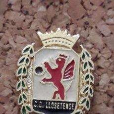 Coleccionismo deportivo: INSIGNIA ESCUDO C.D. LLOSETENSE. Lote 246013680