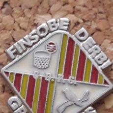 Coleccionismo deportivo: INSIGNIA ESCUDO FINSOBE DERBI GRANOLLERS. Lote 246013790