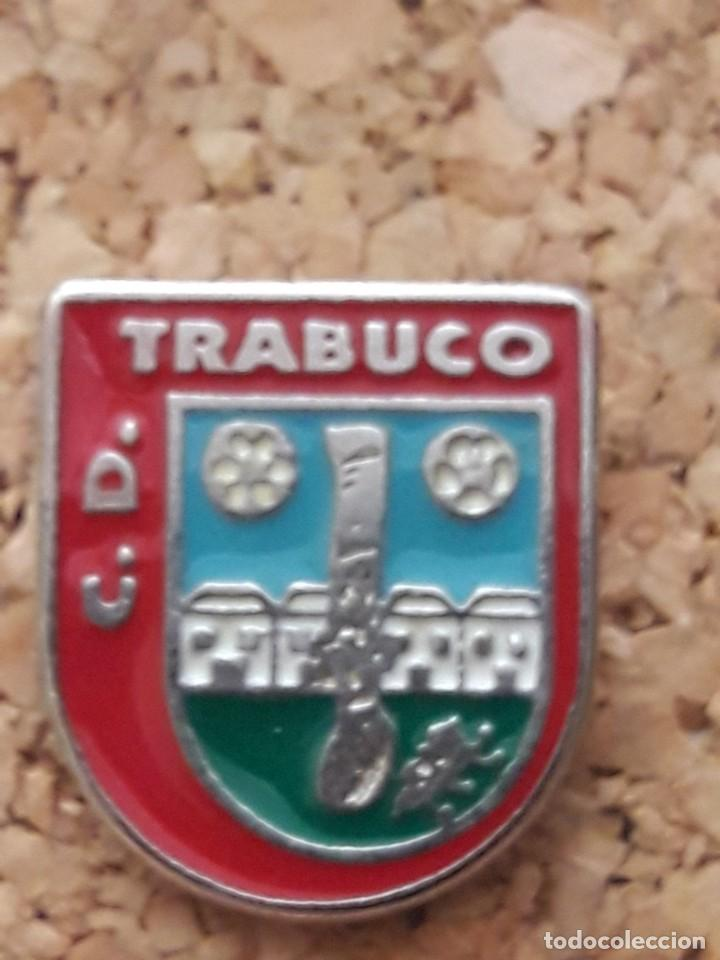 INSIGNIA ESCUDO C.D. TRABUCO (Coleccionismo Deportivo - Pins de Deportes - Fútbol)