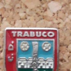 Coleccionismo deportivo: INSIGNIA ESCUDO C.D. TRABUCO. Lote 246013855