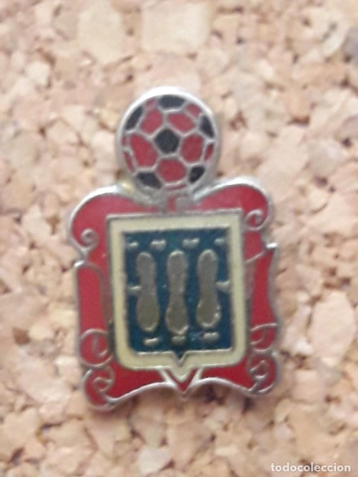 INSIGNIA ESCUDO SIN IDENTIFICAR (Coleccionismo Deportivo - Pins de Deportes - Fútbol)