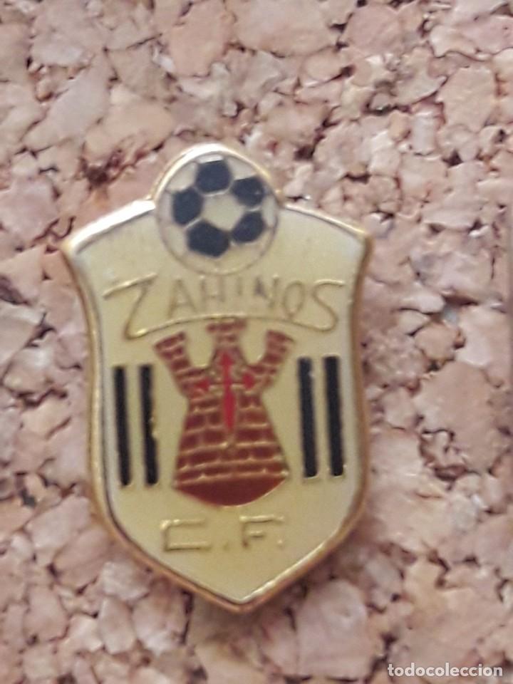 INSIGNIA ESCUDO ZAINOS C.F. (Coleccionismo Deportivo - Pins de Deportes - Fútbol)