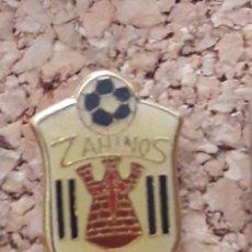 Coleccionismo deportivo: INSIGNIA ESCUDO ZAINOS C.F.. Lote 246014070