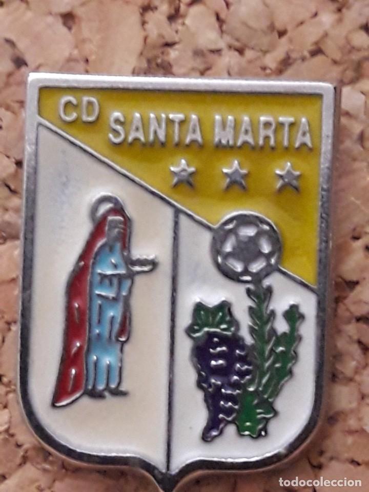 INSIGNIA ESCUDO C.D. SANTA MARTA (Coleccionismo Deportivo - Pins de Deportes - Fútbol)