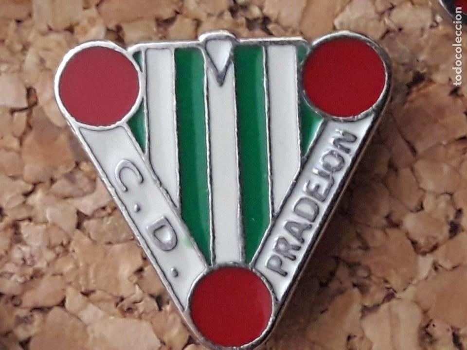 INSIGNIA ESCUDO C.D. PRADEJON (Coleccionismo Deportivo - Pins de Deportes - Fútbol)