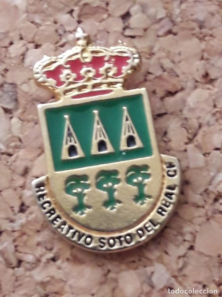 INSIGNIA ESCUDO RECREATIVO SOTO DE REAL C.F. (Coleccionismo Deportivo - Pins de Deportes - Fútbol)