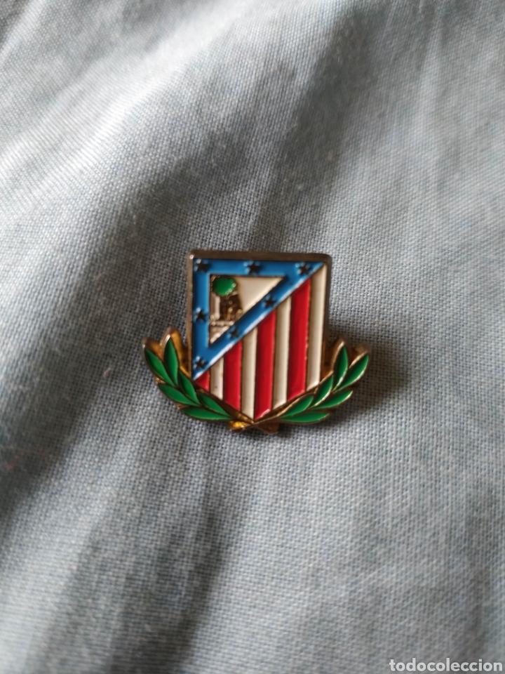 PIN EQUIPO DE FÚTBOL ATLÉTICO DE MADRID LAUREADO (Coleccionismo Deportivo - Pins de Deportes - Fútbol)